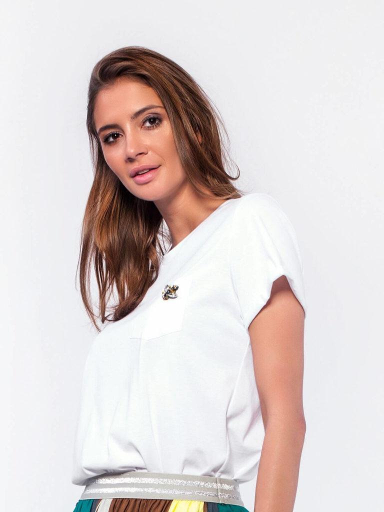 Tricou alb din bumbac cu broșă aplicată
